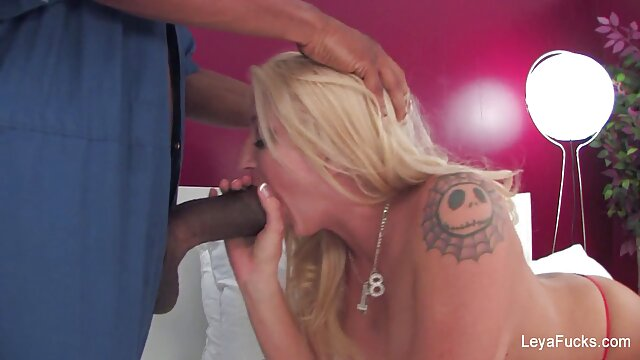 XXX אין רישום  הבוס סרטי סקס לצפייה חינם הקירח פתר את המזכירה חסרת המעצורים.